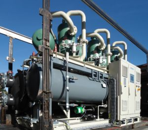 Liquid chiller with 3 screw compressors, for nuclear application